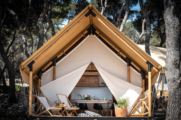 "Arena One 99 Glamping <div class=""m-page-header__rating""></div>"