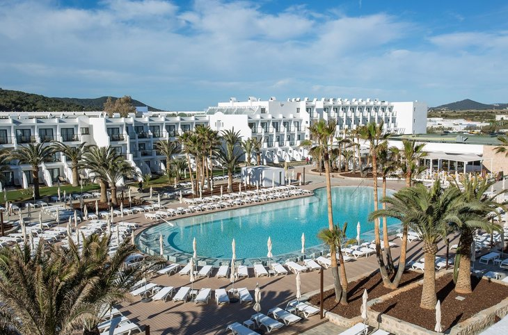 "Grand Palladium White Island Resort & Spa <div class=""m-page-header__rating""><span class=""m-page-header__rating--star""></span><span class=""m-page-header__rating--star""></span><span class=""m-page-header__rating--star""></span><span class=""m-page-header__rating--star""></span><span class=""m-page-header__rating--star""></span></div>"