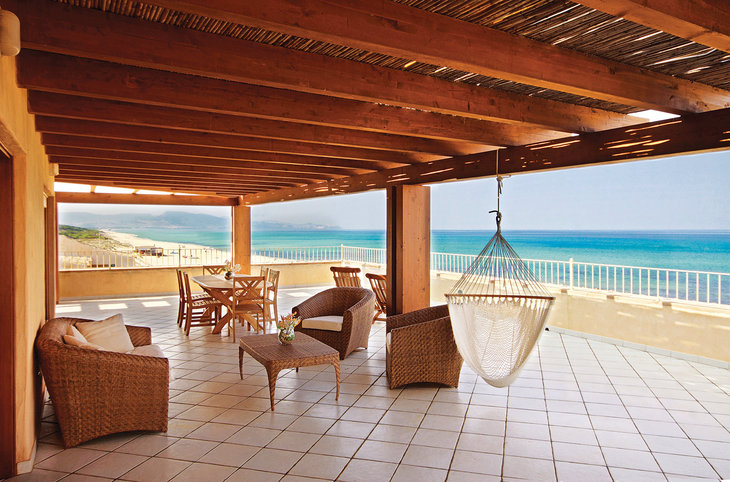"Resort & Spa Le Dune <div class=""m-page-header__rating""><span class=""m-page-header__rating--star""></span><span class=""m-page-header__rating--star""></span><span class=""m-page-header__rating--star""></span><span class=""m-page-header__rating--star""></span></div>"