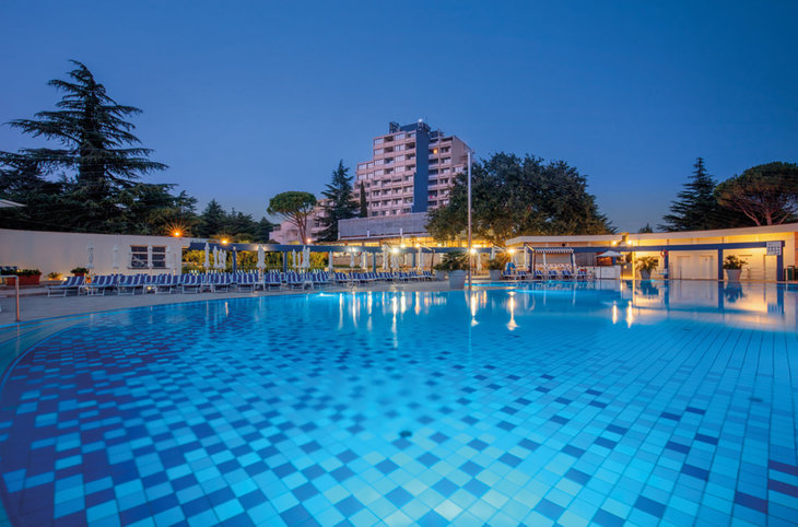 "Valamar Diamant Residence <div class=""m-page-header__rating""><span class=""m-page-header__rating--star""></span><span class=""m-page-header__rating--star""></span><span class=""m-page-header__rating--star""></span></div>"