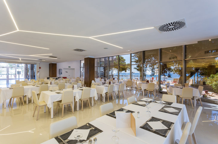 "Sirenis Hotel Tres Carabelas & Spa <div class=""m-page-header__rating""><span class=""m-page-header__rating--star""></span><span class=""m-page-header__rating--star""></span><span class=""m-page-header__rating--star""></span><span class=""m-page-header__rating--star""></span></div>"