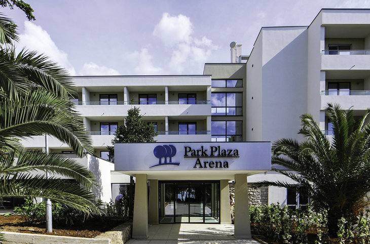 "Park Plaza Arena <div class=""m-page-header__rating""><span class=""m-page-header__rating--star""></span><span class=""m-page-header__rating--star""></span><span class=""m-page-header__rating--star""></span><span class=""m-page-header__rating--star star-half""></span><span class=""m-page-header__rating--s "">s</span></div>"